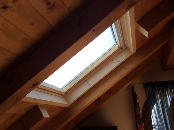 Finestre per tetti vendita montaggio duemme tetti for Finestre velux elettriche prezzi